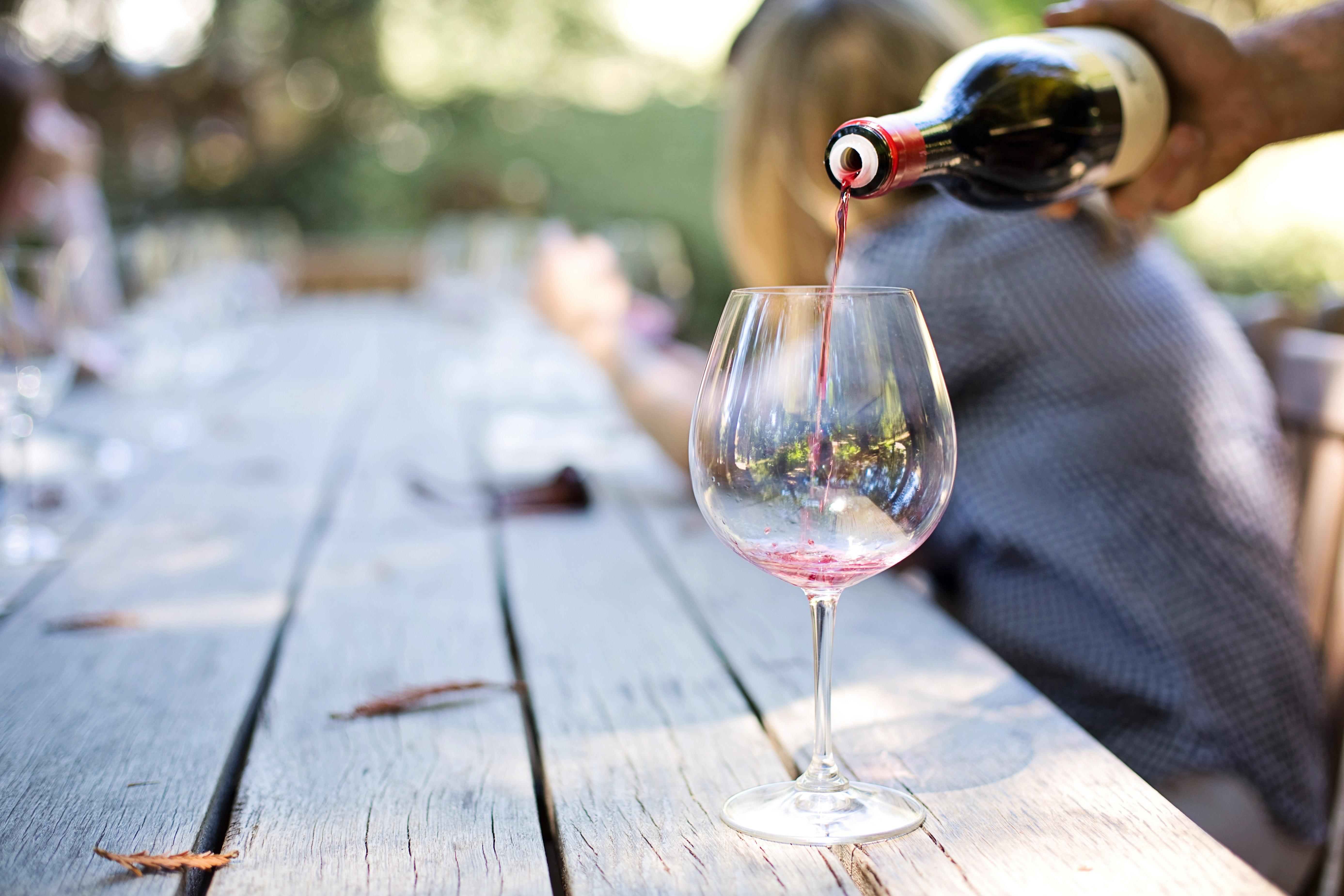 Waarom smaakt de wijn op vakantie lekkerder?